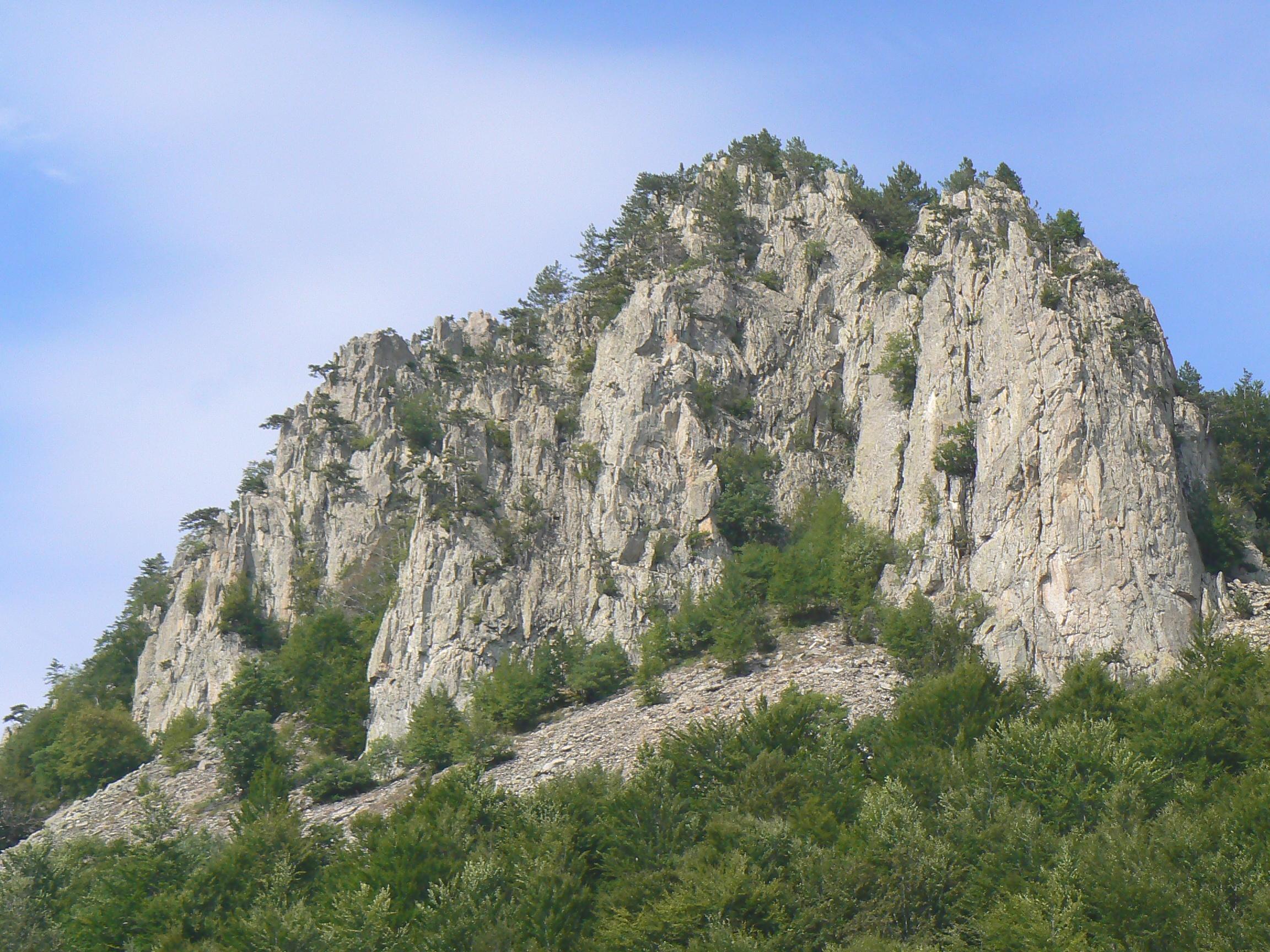 Rocks-near-Belintash-2