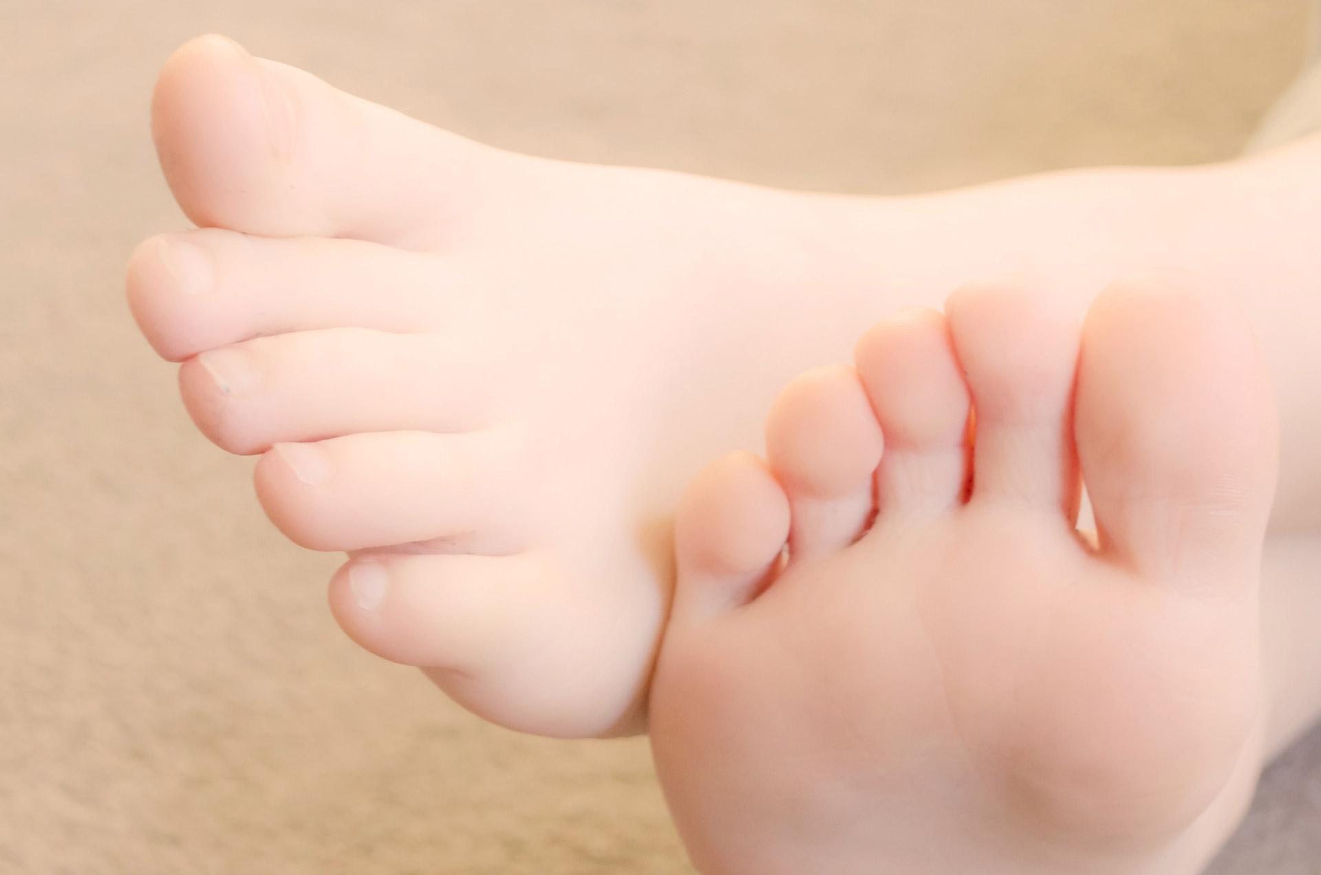 child-foot-1