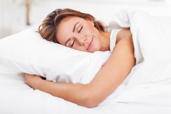 sleeping-woman-bed-590x394
