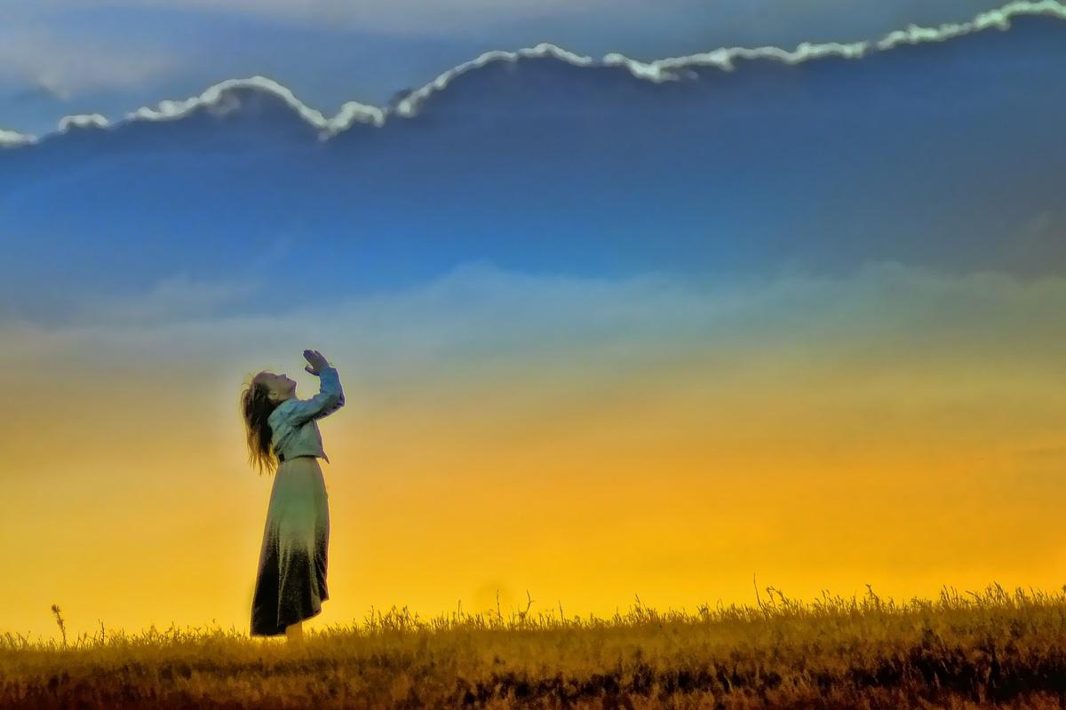 Girl-prayer-1
