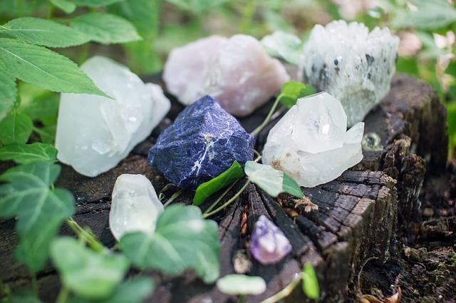 crystals-1567953_640-1