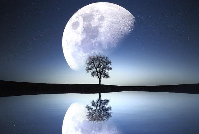 moon-1807743_640