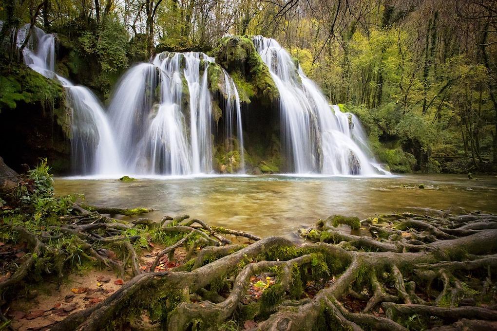 cascade-1144119_1280-1