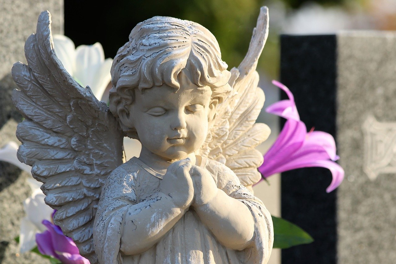 Monument-Statue-Sculpture-Angel-Praying-3768403-1