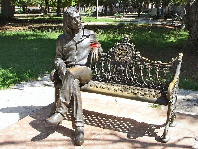 john-lennon-statue-sitting-on-a-park-bench
