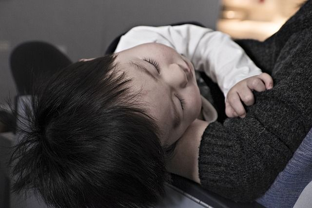 toddler-sleeping-in-her-mother-arms