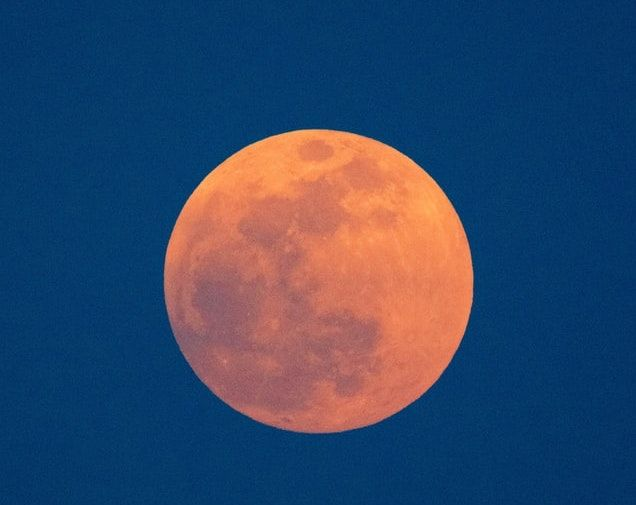 full-moon-red-yellow-on-blue-sky_small-1